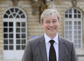 LAURENT HÉNART : «MACRON A PLUS À FAIRE AVEC NOUS»