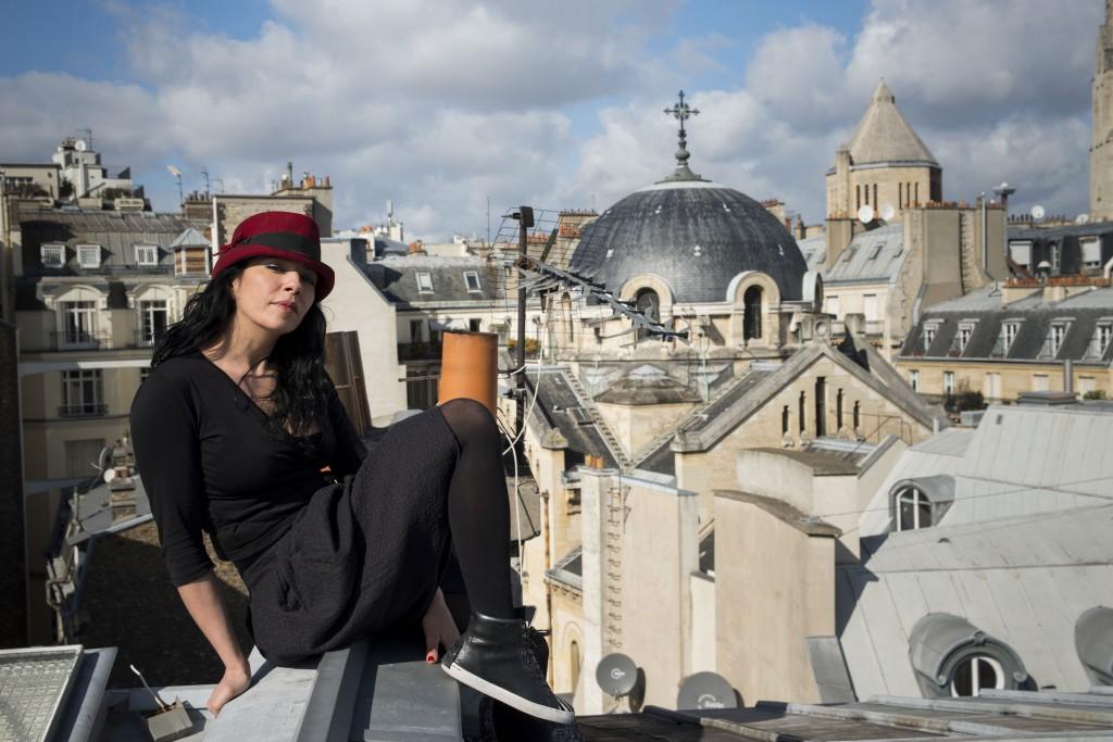 Karimouche-Sur-les-toits-couleurs (©Photo Victor Delfim)
