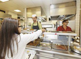 Cantines dans les collèges : repas à 1€